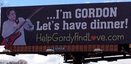 Żony szuka na... billboardzie. I to działa!