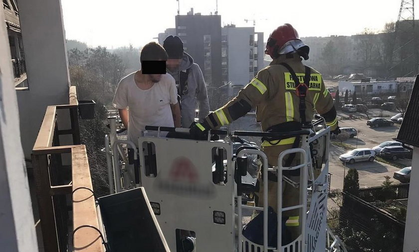 Szokujące sceny w Warszawie. Mężczyzna uciekał przed policją po balkonach