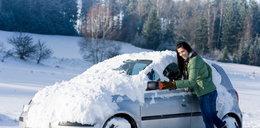 Uwaga! Zostawiasz śnieg na dachu auta? Możesz sporo zapłacić