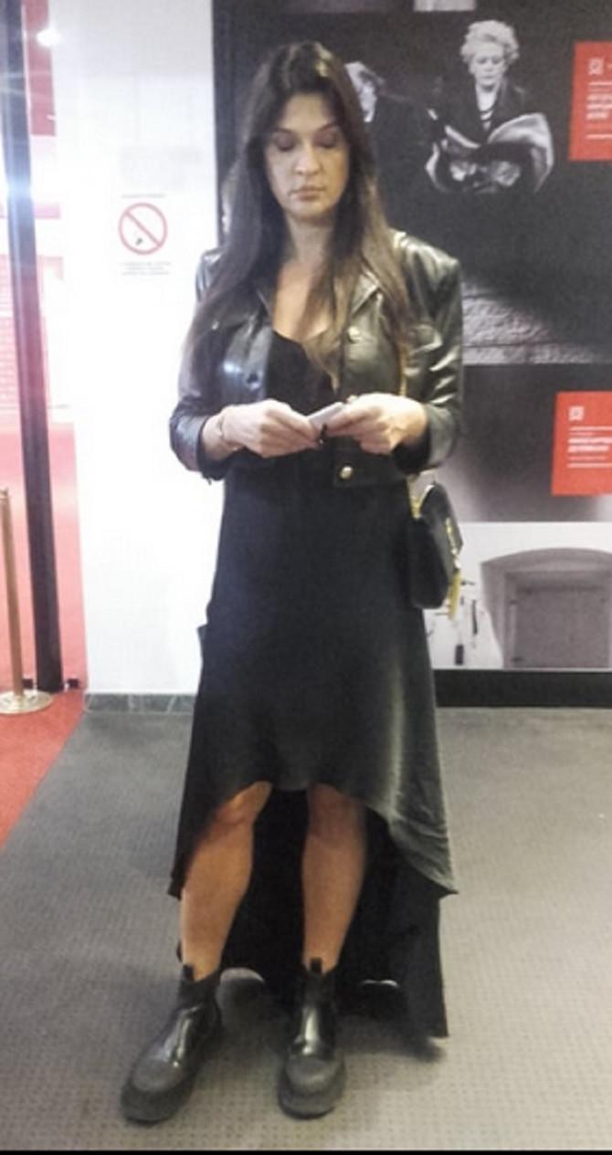 Maja Bjelogrlić večeras u BDP-u neposredno pre početka predstave