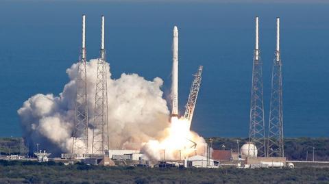 Rakieta Falcon 9 firmy Space X podczas startu