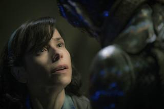 """Faworyt tegorocznych Oscarów. """"Kształt wody' del Toro wchodzi w kin"""