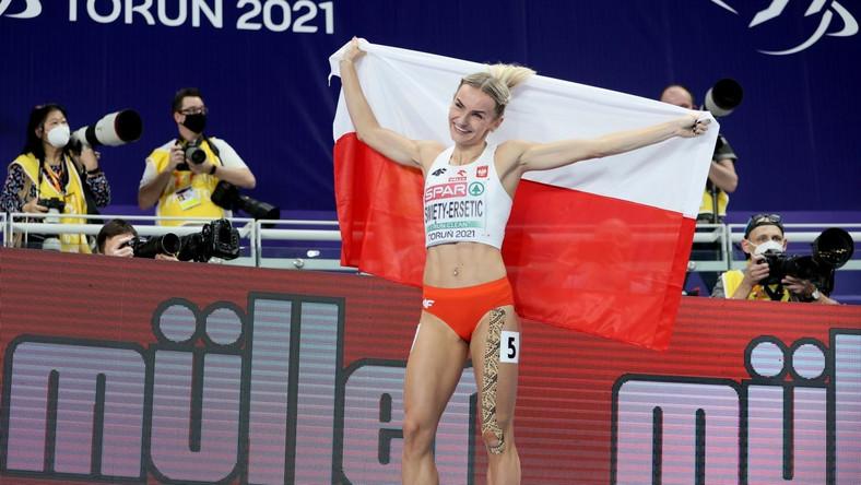 Justyna Święty-Ersetic cieszy się po finałowym biegu na 400 m PAP/Leszek Szymański
