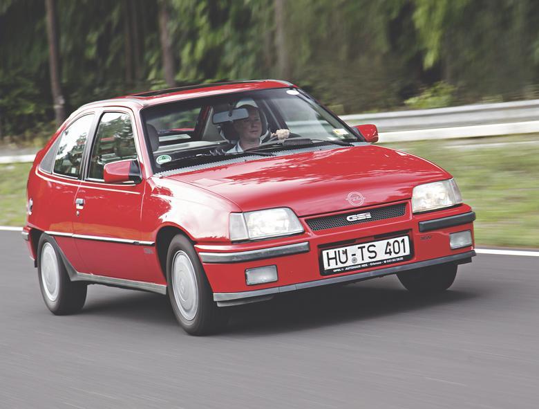 Szesnastozaworowy silnik określa naturę  Kadetta GSi 16V. Tak wyglądają prawdziwi sportowcy!