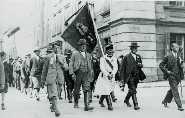 """Członkowie PSL """"Piast"""" w drodze na kongres Centrolewu w Krakowie. 1930 r."""