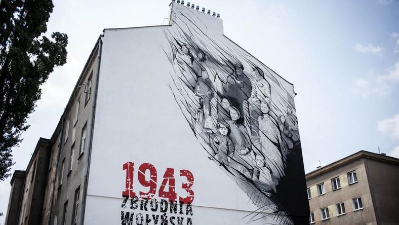 """Mural """"1943 Zbrodnia Wołyńska. Prawda i pamięć"""". Młynarska róg Żytniej w Warszawie"""