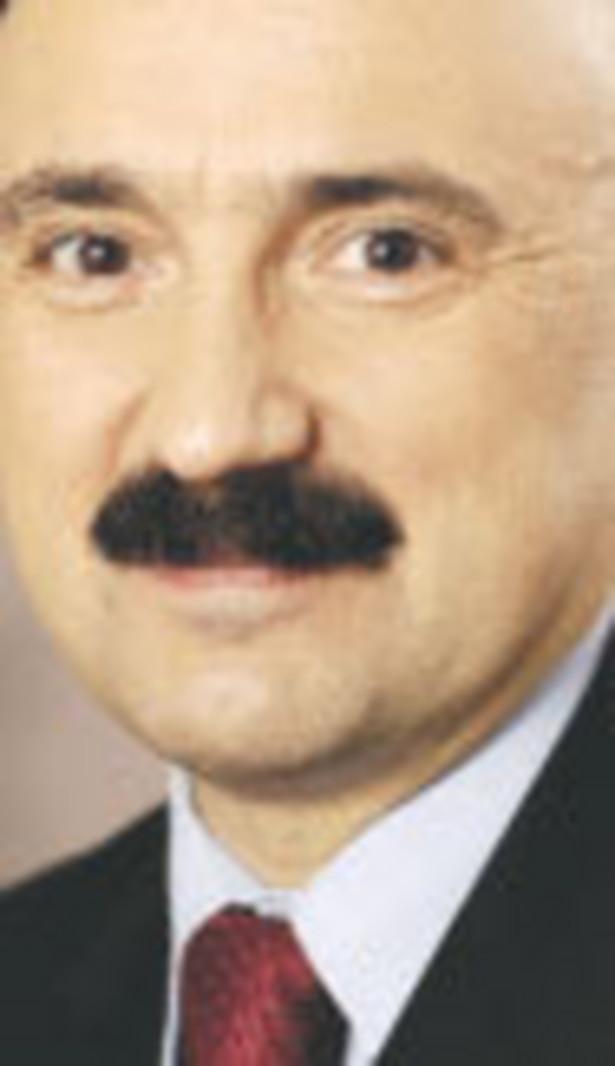 Paweł Grzejszczak, doktor, partner odpowiedzialny za praktykę energetyczną w warszawskim biurze Kancelarii Prawniczej DLA Piper