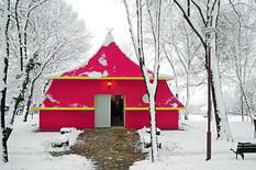 Replika: novi šator je dosta veći od originalnog