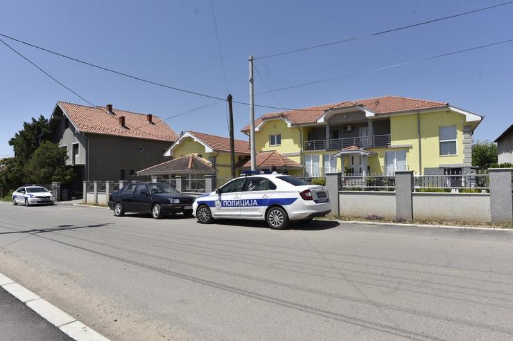 Muškarac ranjen ispred kuće u Grockoj