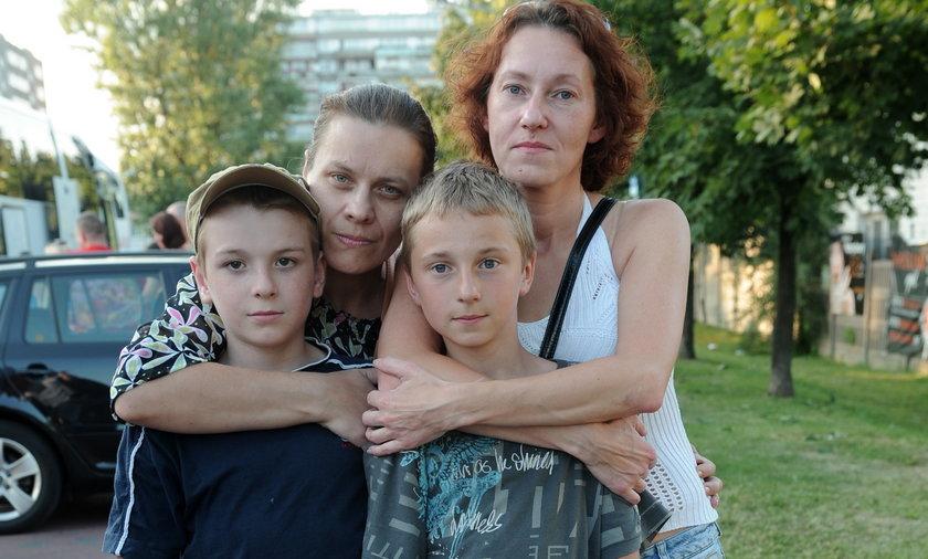 Dzieci wracające z kolonii z rodzicami