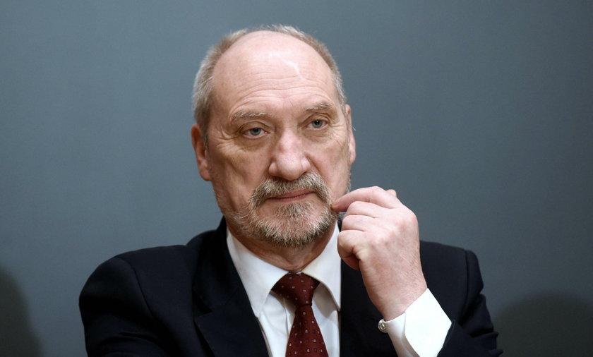 Macierewicz zbywał prezydenta, ale Kukizowi odpisał. I to jak!
