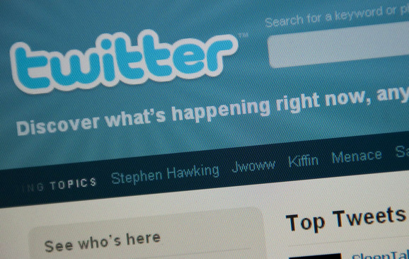 Stranke imaju internet službe koje se bave negativnom kampanjom na društvenim mrežama