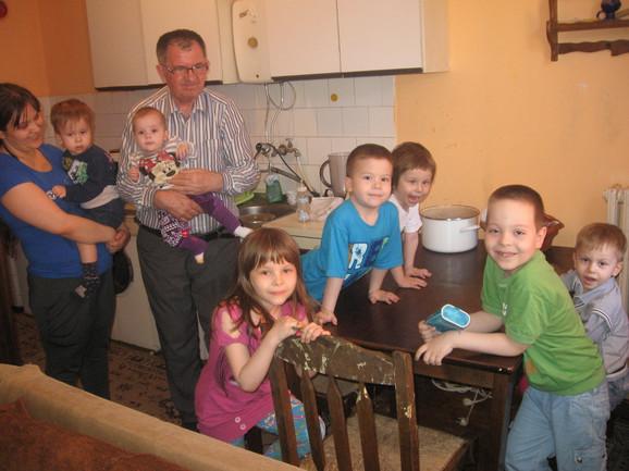 Osmesima protiv teškoća: Maja i Radiša Kovačević sa decom