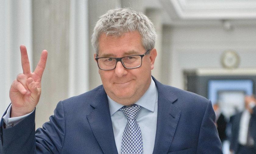 Czarnecki zapowiada: PiS będzie bronić Macierewicza