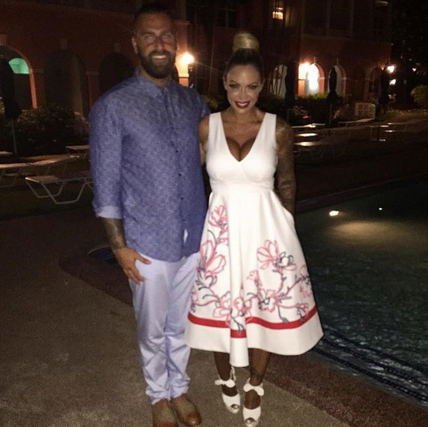 Seksowna kulturystka spędza miesiąc miodowy na Barbadosie!