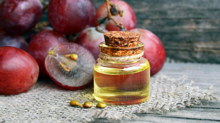 Olej z pestek winogron może opóźniać procesy starzenia się skóry