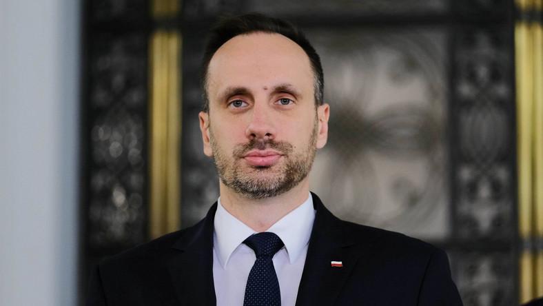 Janusz Kowalski podczas briefingu prasowego PAP/Mateusz Marek