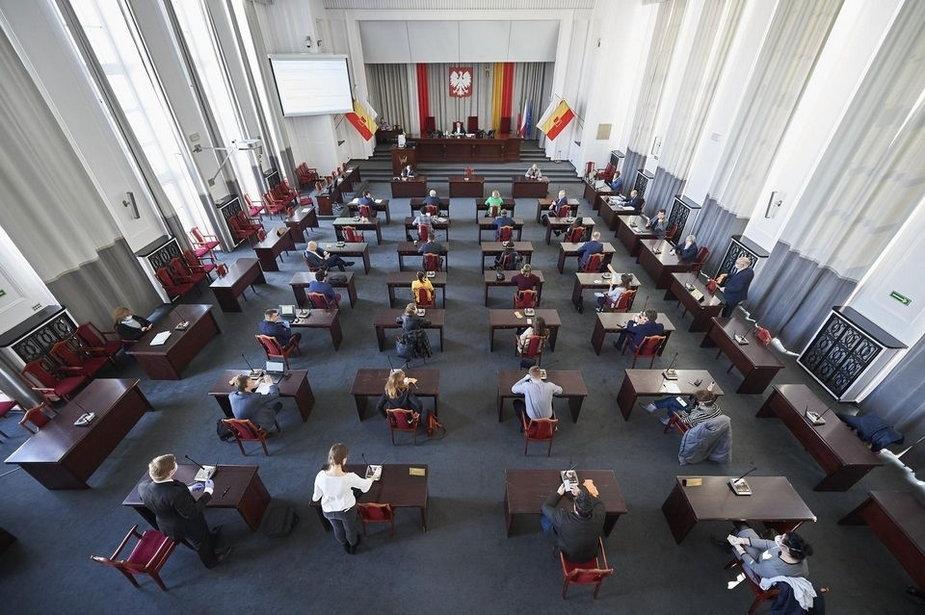 Sesja Rady Miejskiej w dobie koronawirusa. Rada Miejska