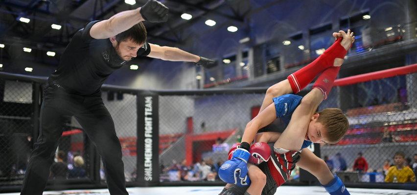 Szokujące zawody! Rodzice wysłali dzieci, by walczyły w MMA i okładały się pięściami w oktagonie