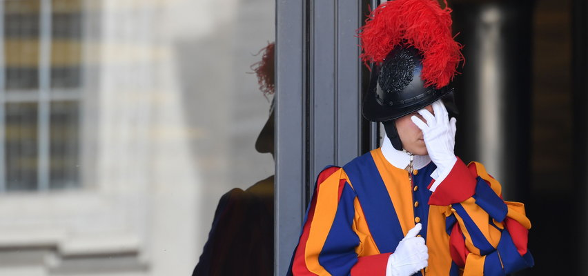Szok w Watykanie. Trzej gwardziści szwajcarscy odeszli ze służby, bo...