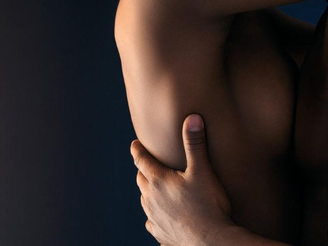 Moj verenik piše erotsku priču o tome kako sam imala divlji seks sa dečkom najbolje drugarice. I to nije najgore