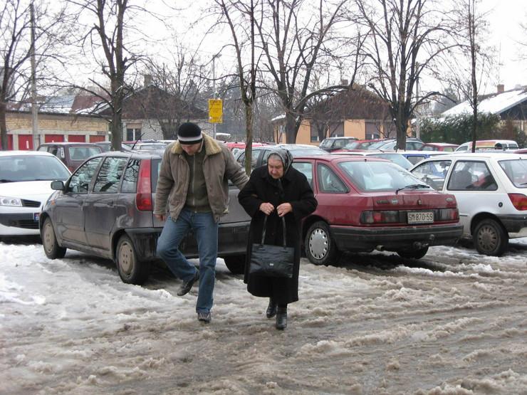 13070_vosasm02zavejani-parkinzi-u-centru-grada-001-sremska-mitrovica-foto-narcisa-bozic