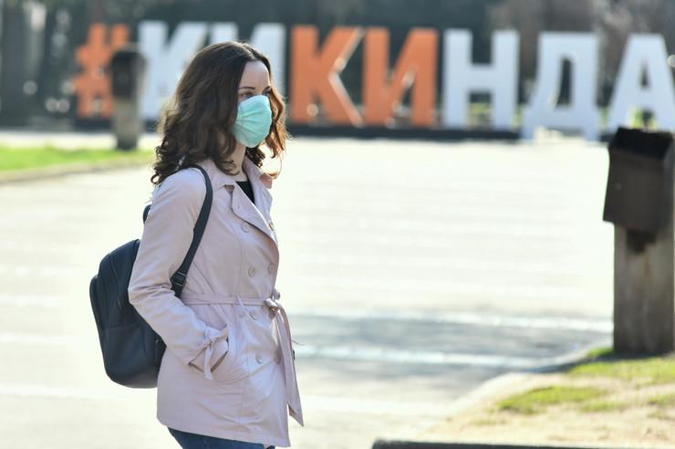 Kikinda 2150 vandredno stanje korona virus gradjani sa maskama foto Nenad Mihajlovic