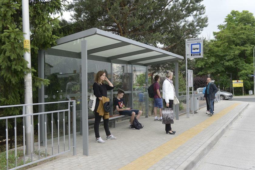 Mieszkańcy Strachocina doczekali się wiat przystankowych