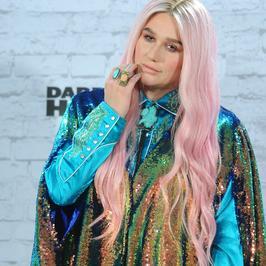Kesha w kolorowej kreacji na imprezie MTV EMA 2017. Hit czy wpadka?