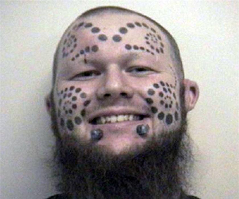 24-letni fan tatuażu