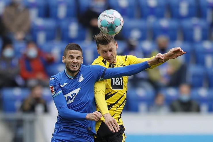 Mijat Gaćinović i Lukaš Pišček u duelu Borusija Dortmund - Hofenhajm