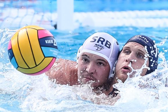 Dušan Mandić je vodio veliku borbu sa rivalima u bazenu