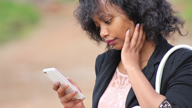 Young lady using phone(psychologytoday)