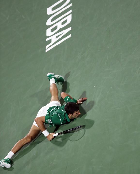 Novak Đoković i sada već čuvena špaga na meču protiv Gaela Monfisa u Dubaiju