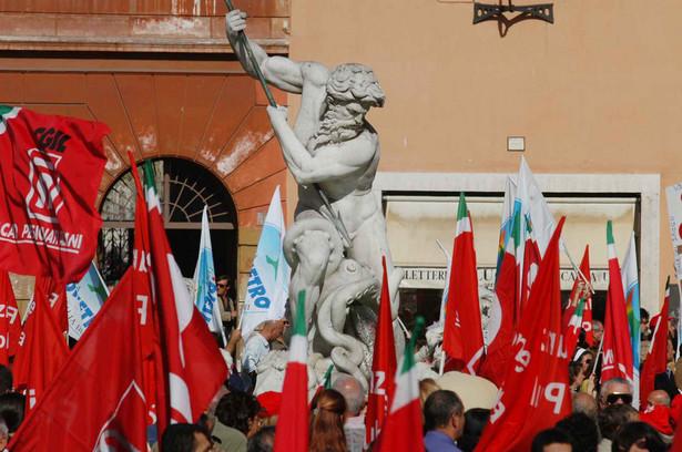 W porównaniu z cenami z 2002 roku każda włoska rodzina wydaje prawie 1100 euro rocznie więcej na paliwo - wynika z obliczeń.
