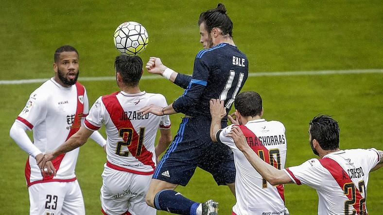 Gareth Bale (w ciemnym stroju)