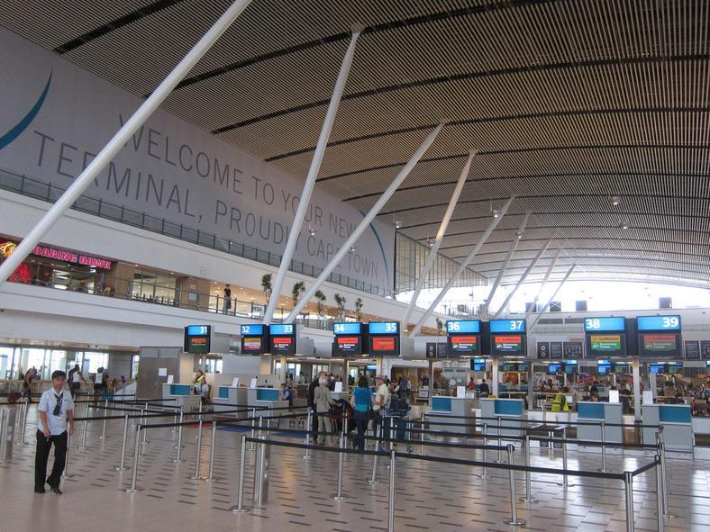 Cape Town Airport (Flick/Wesley & Brandon Rosen)