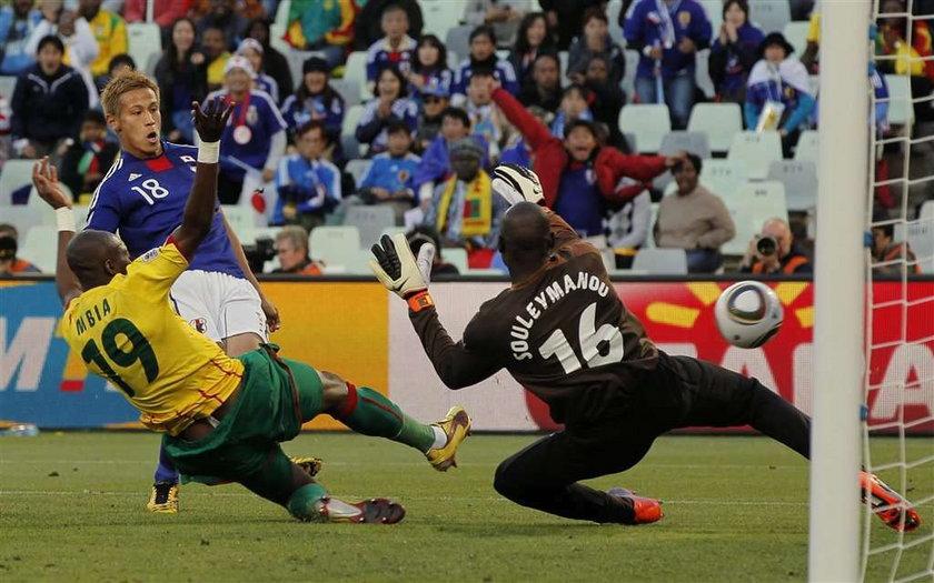 Japończycy ograli po słabym meczu Kamerun, gola strzelił Keisuke Honda