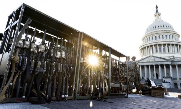 Gwardia Narodowa przed Kapitolem