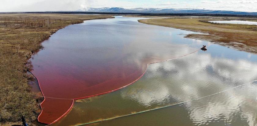 20 tys. ton oleju wyciekło do rzek. Zareagowali dopiero po dziwnym pożarze