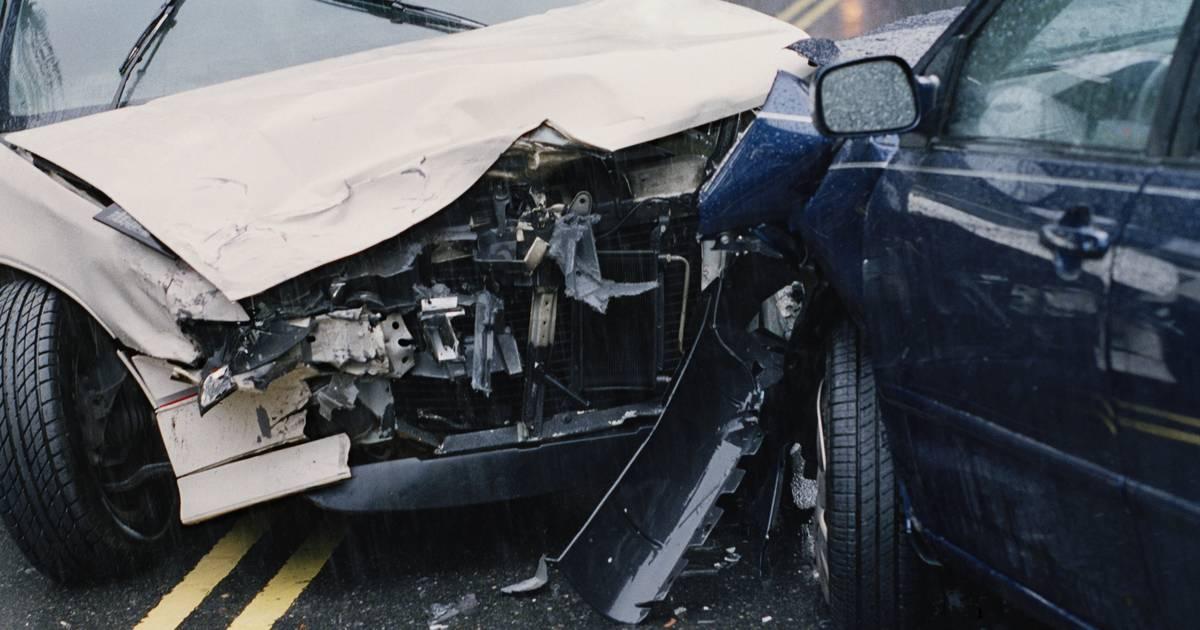 Auto-Dieb flieht vor Polizei und rast in anderes Auto – auch geklaut