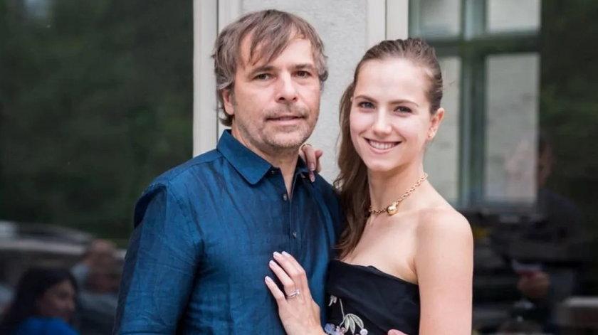 Bogacz i jego żona aktorka oszustwem ominęli kolejkę szczepień. Wsadzą ich do więzienia?
