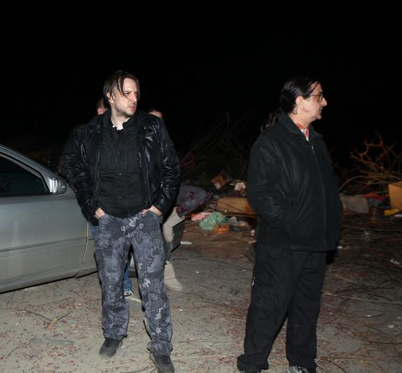 Zoran Marjanović na nasipu u noći kada je prijavio Jelenin nestanak, njeno telo pronađeno je sutra nedaleko od ovog mesta