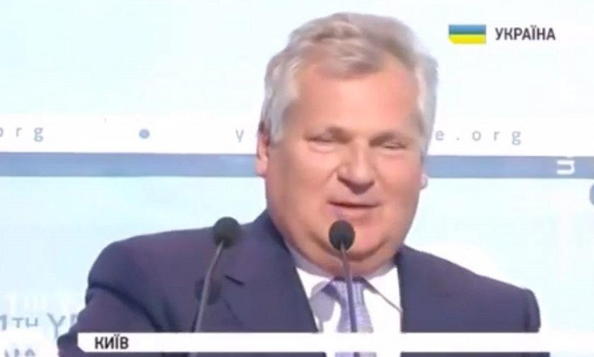 Aleksander Kwaśniewski śpiewa na Ukrainie