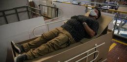Kartonowe łóżko szpitalne na czasy pandemii. Można je zmienić w trumnę