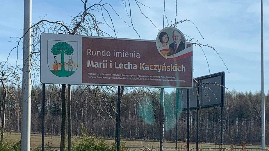 Dewastacja na rondzie Kaczyńskich