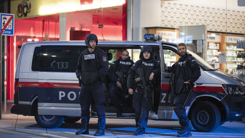 Policja na miejscu zamachu