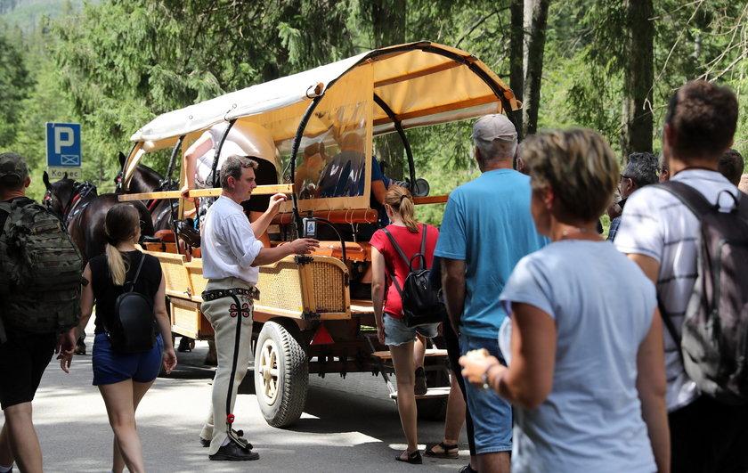Wakacje pod Tatrami w pełni. Szturm turystów na Morskie Oko