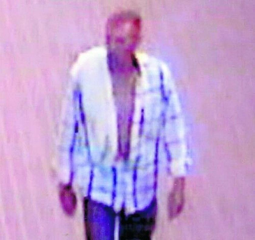 Zapis monitoringu: mężczyzna idący za Iwoną