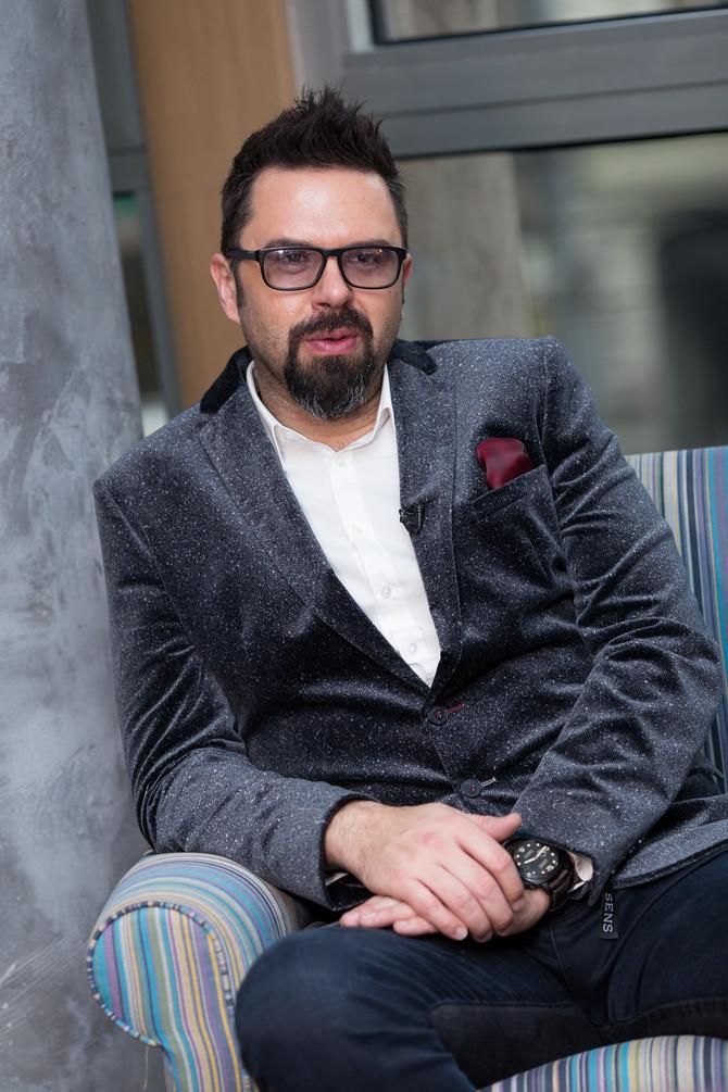 Petar je pevač, tekstopisac, kompozitor i kantautor